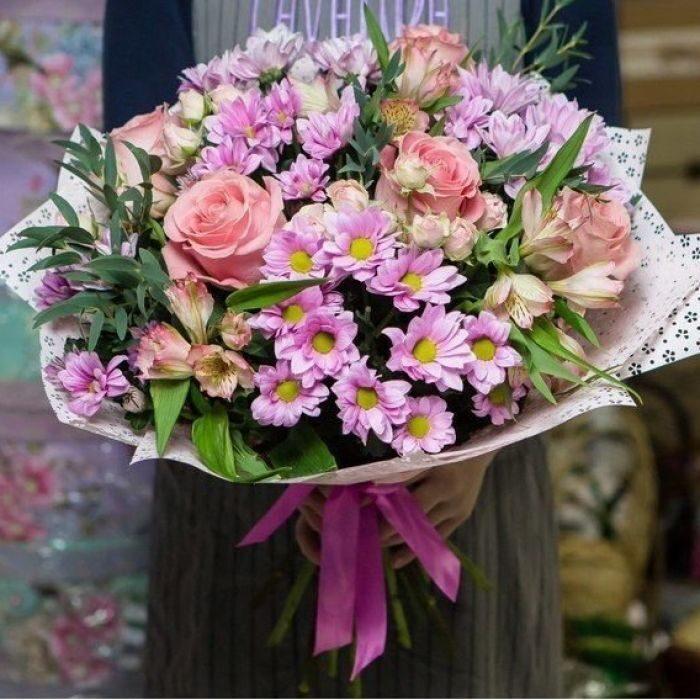 Мишек, бюджетные букеты из хризантем и альстромерий